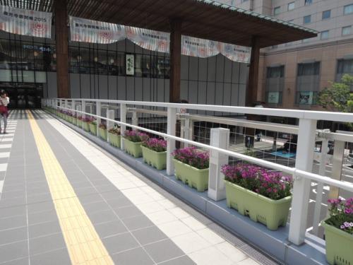 長野駅善光寺口駅前広場歩行者専用デッキ装飾